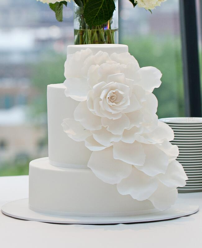 Dramatic Sugar Flower Cake |<img class=