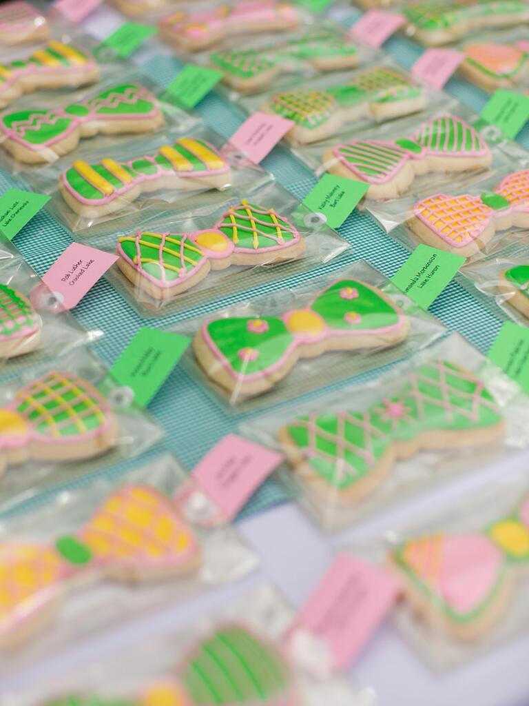 Cute sugar cookie escort card idea