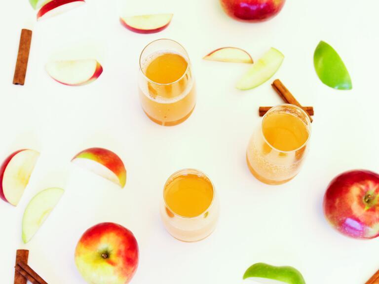Apple cider bellini