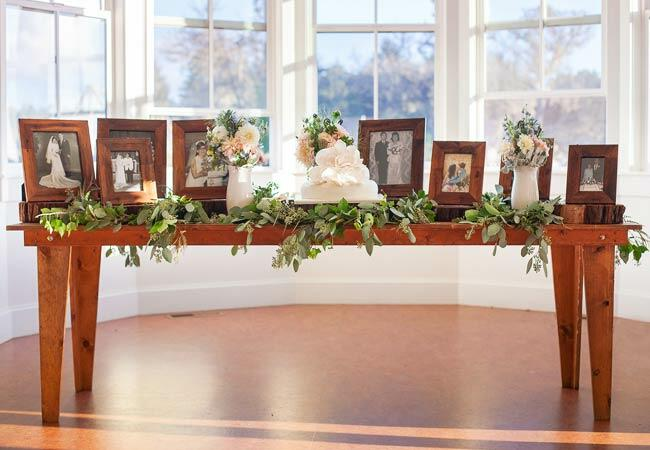 Ways to honor deceased loved ones at your wedding: CYoung Photography / TheKnot.com