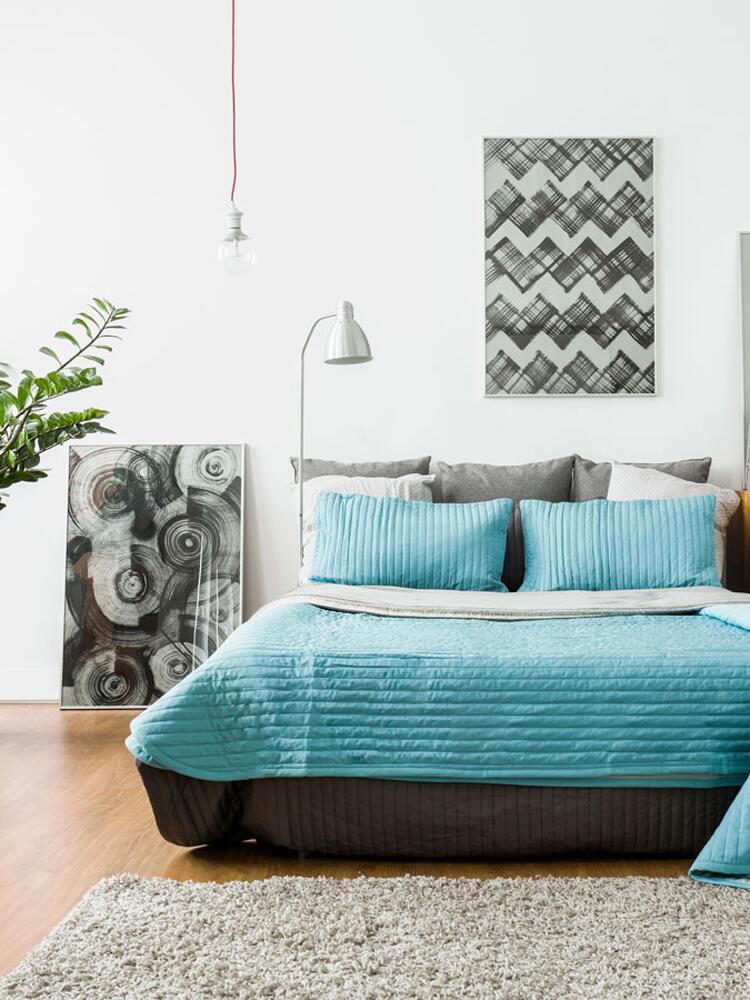 Fun mini moon idea, decorate your bedroom like a honeymoon suite