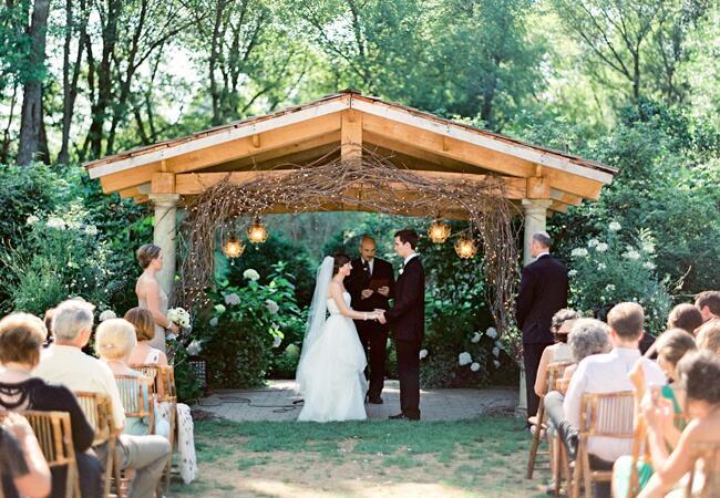 Woodland wedding ceremony backdrop: Emily Steffen Photography / TheKnot.com