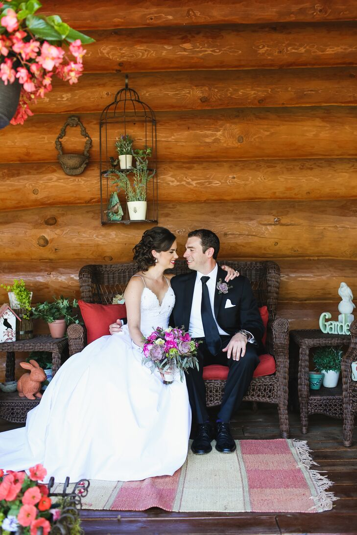 A Rustic Bed And Breakfast Wedding At Sunset Cove In Pinckney Michigan