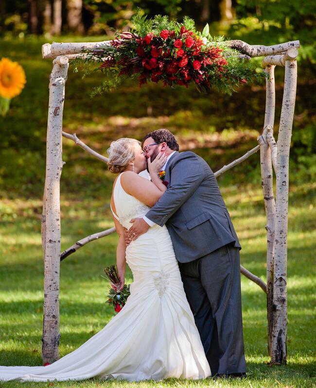 Woodland wedding ceremony backdrop: Emily Koska Photography / TheKnot.com