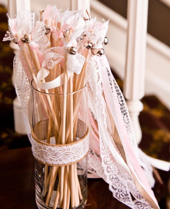 DIY ribbon wedding decor: Laura Brimhall Photography / TheKnot.com