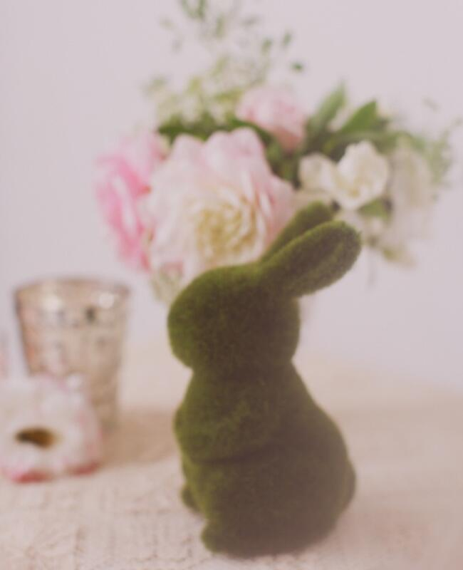 Bunny wedding inspiration: Amy Newlson-Blain via Ruffled / TheKnot.com