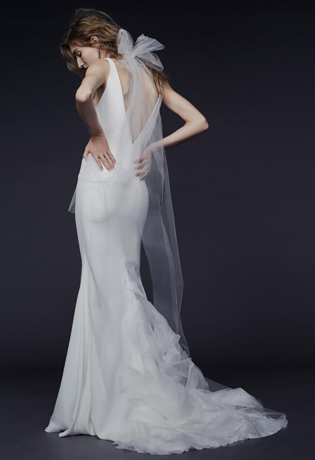 Vera wang wedding dresses fall 2015 bridal fashion week for Vera wang wedding dresses outlet