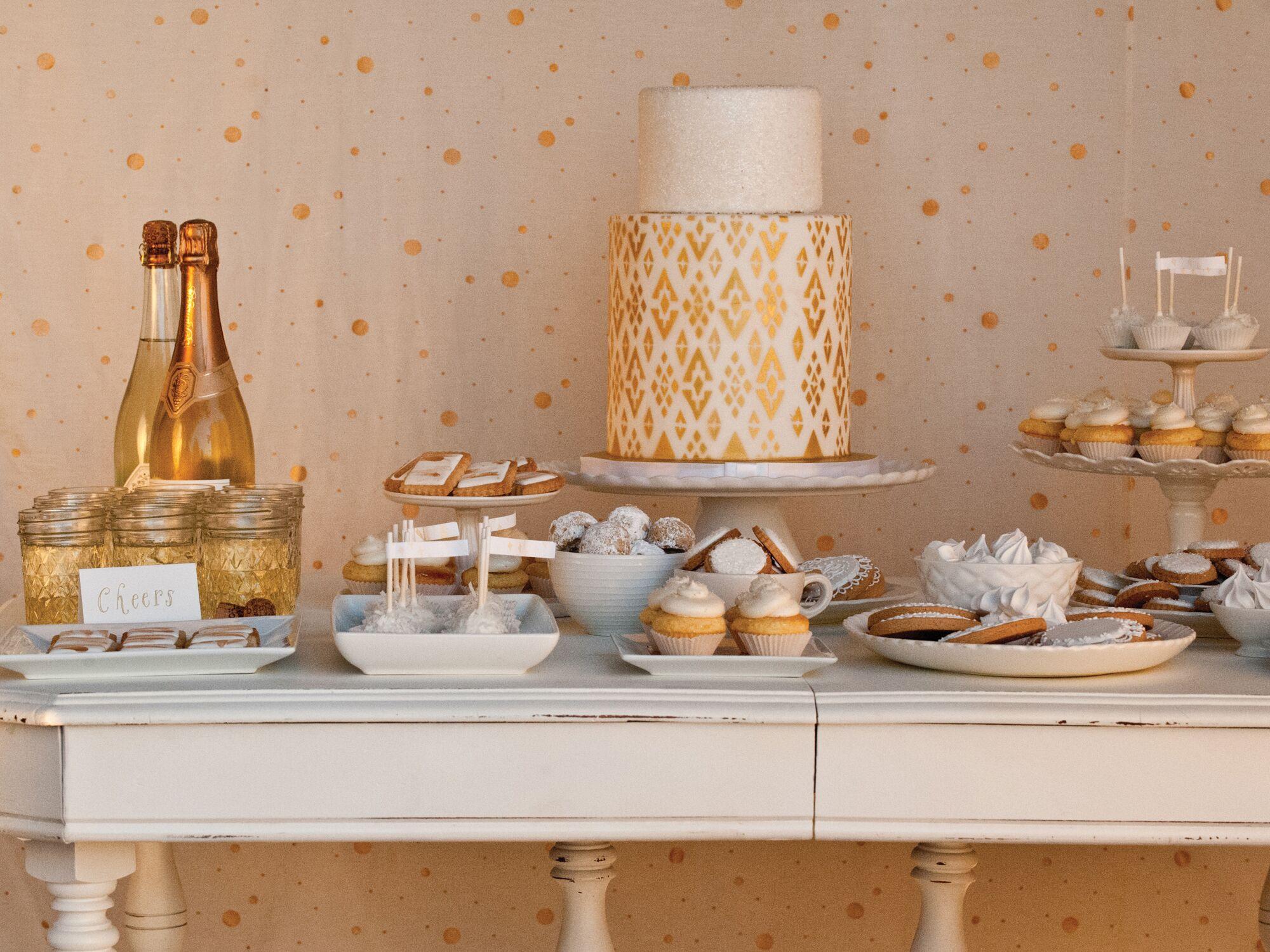 9 ways to save on your wedding cake - Wedding Cake Design Ideas