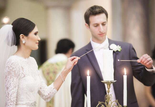 Ways to honor deceased loved ones at your wedding: Justin DeMutiis Photography / TheKnot.com