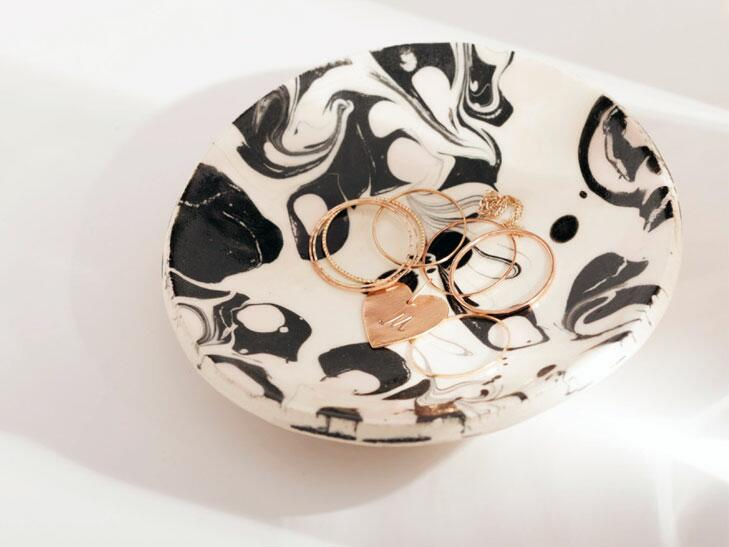 Marbleized ring dish