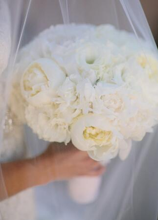 White Bridal Bouquet // Mi Belle Photographers