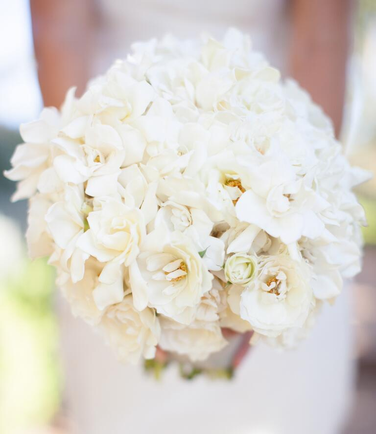 White magnolida bridal bouquet