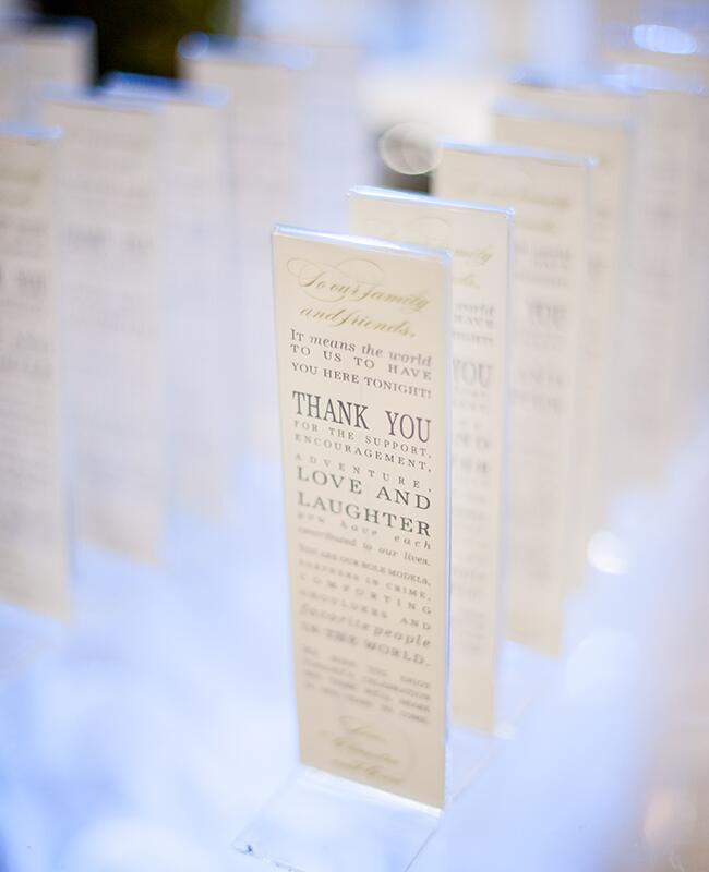 Photobooth: Scobey Photography / TheKnot.com