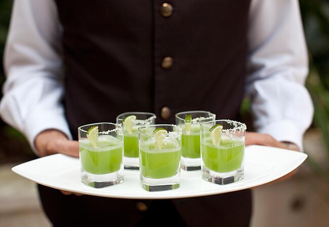 Green drinks: Samuel Lippke Studios / TheKnot.com