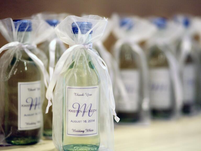 Wedding Gifts Wine: 7 Wine Wedding Favors We Love