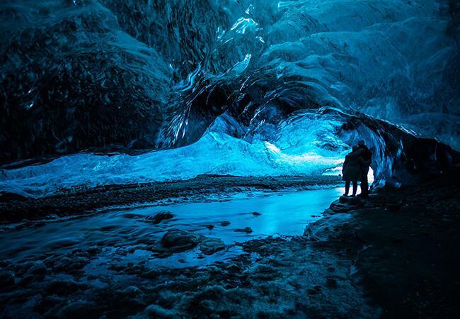 Cave: Katherine Loveless / TheKnot.com