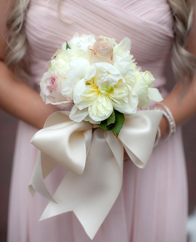Bouquet Wraps That Wow | Photo: Lauren Barney Photography | Blog.TheKnot.com