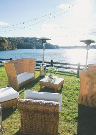 Casual Lakeside Lounge | The Shultzes | The Knot Blog