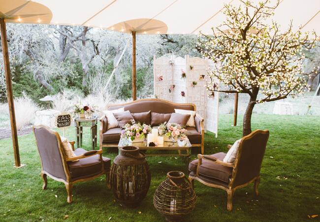 Romantic Garden Lounge | Al Gawlik Photography | blog.TheKnot.com