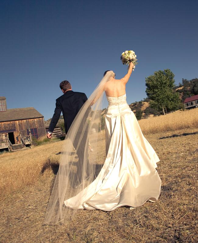 Photo: Isabel Lawrence Photographers // Featured: The Knot Blog