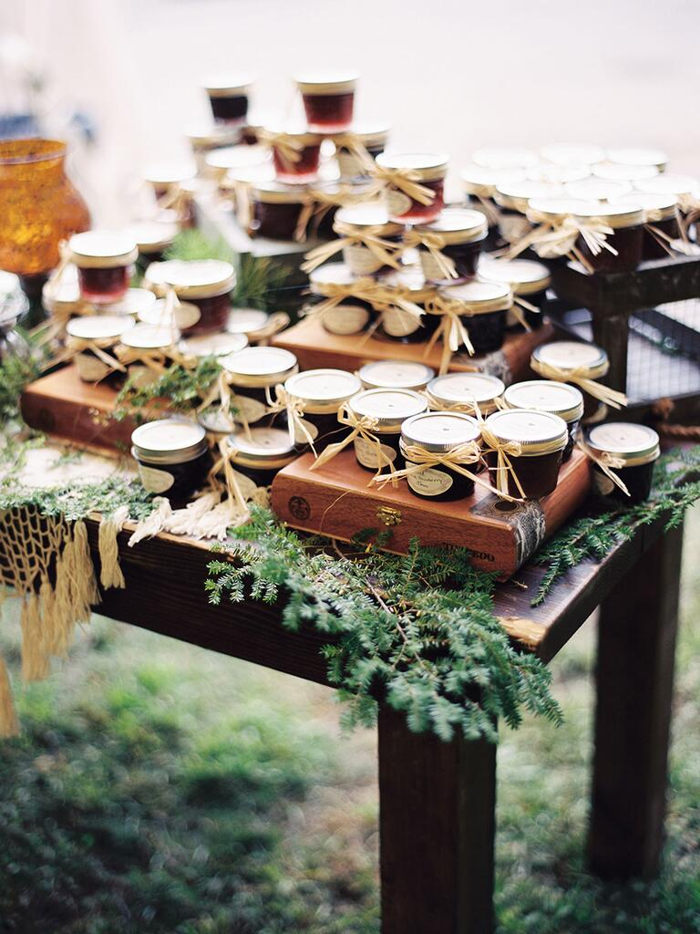 Jam favors for a unique wedding favor DIY