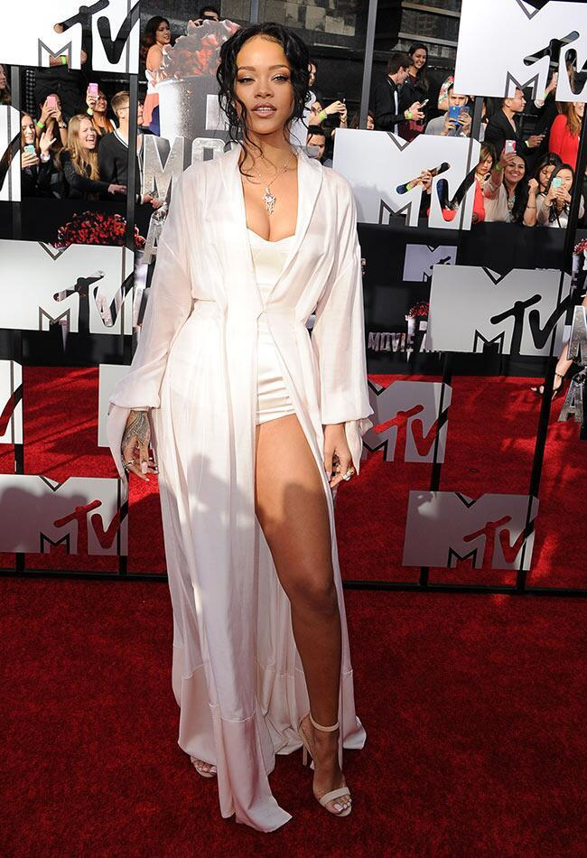 Rihanna: Getty / TheKnot.com