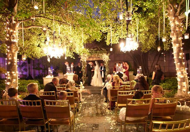 Woodland wedding ceremony backdrop: Debra Gloria / TheKnot.com