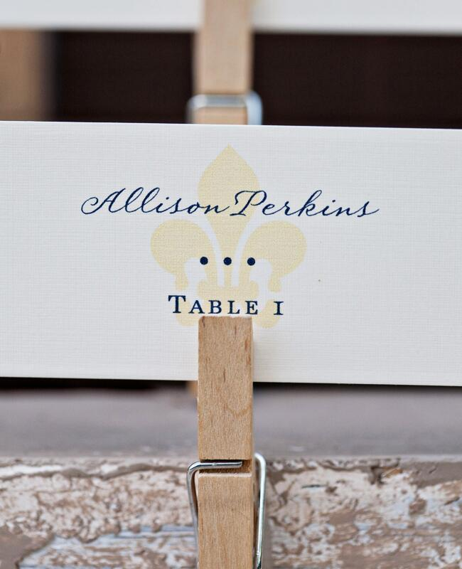 DIY clothespin wedding ideas: Alecia Lauren Photography / TheKnot.com