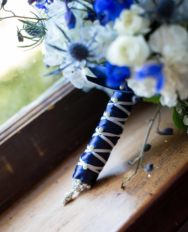 How To Wrap Bridal Bouquet With Ribbon : Pretty ways to wrap your bouquet