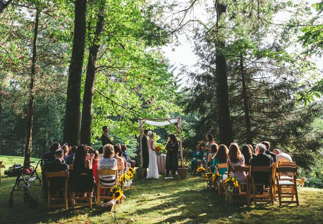Woodland wedding ceremony backdrop: Hudson River Photographer / TheKnot.com