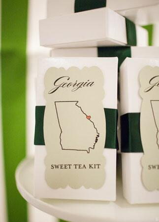 Personalized State Decor: Rachel Fesko Photography / TheKnot.com