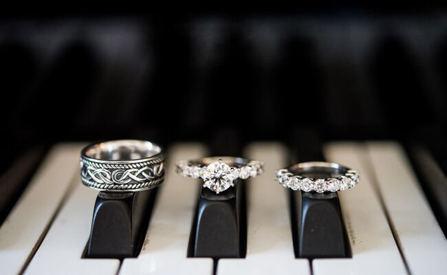 12 creative ways to photograph your wedding rings - Creative Wedding Rings