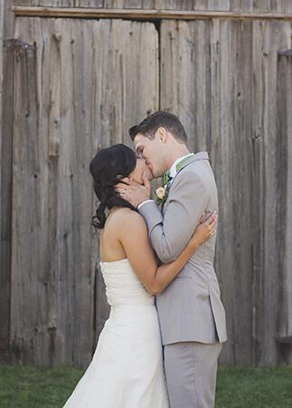 Photo: Nikki Mills // Featured: The Knot Blog