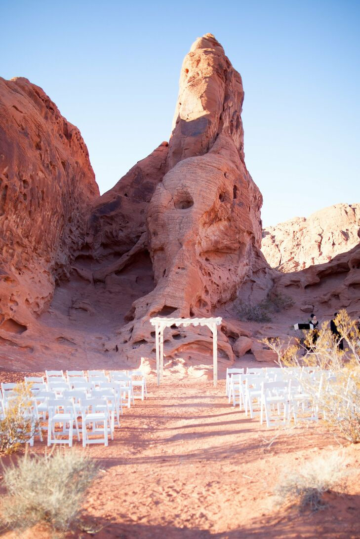 A Valley Of Fire Nevada State Park Wedding In Overton Nevada