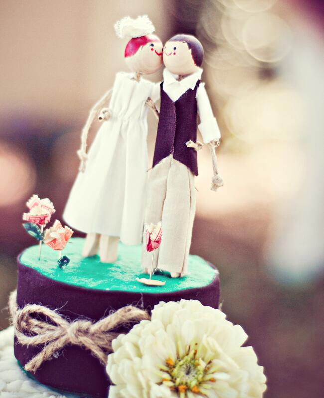 DIY clothespin wedding ideas: Lydia Jane Photography / TheKnot.com