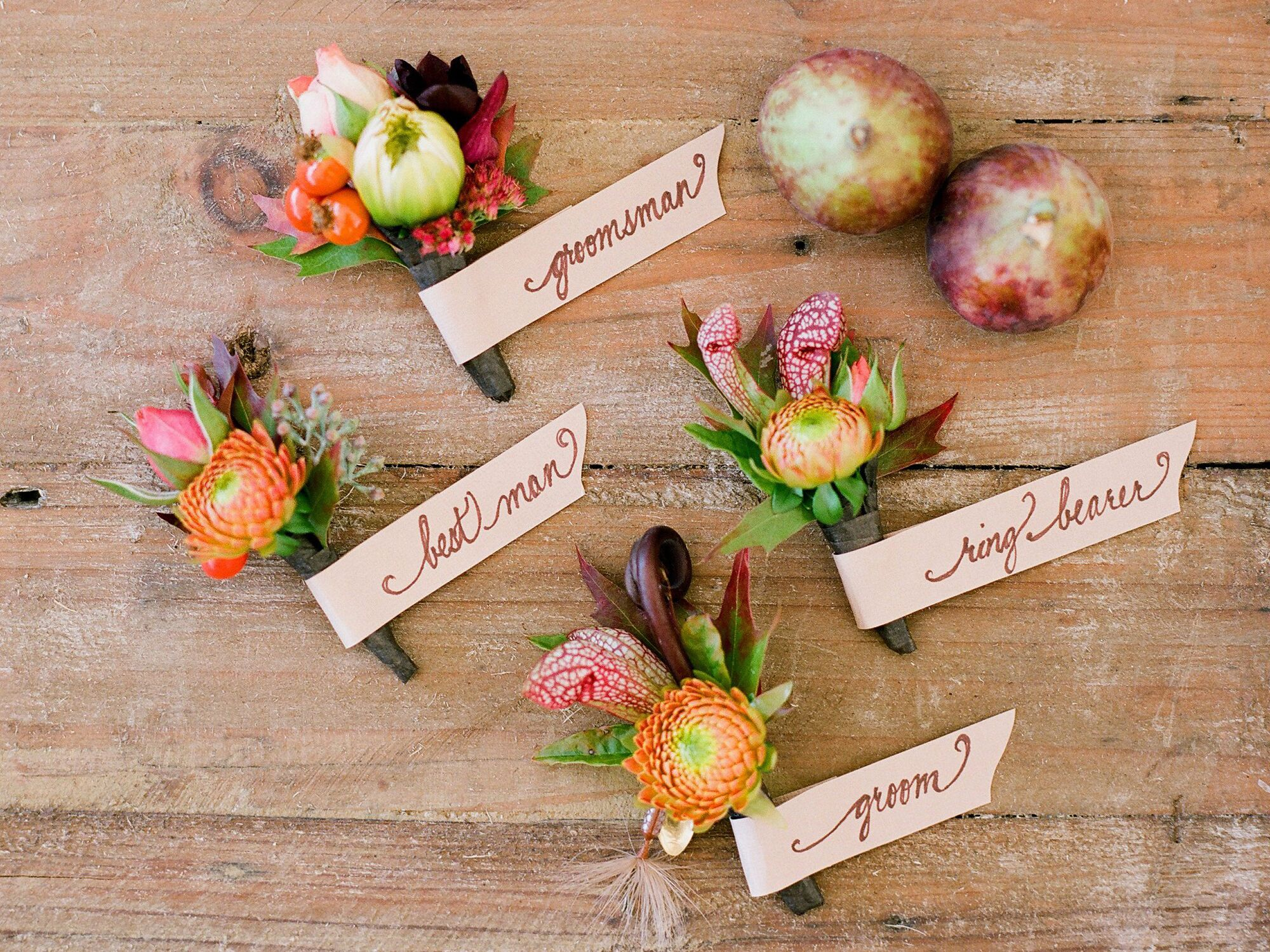 Who Gets Wedding Corsages And Wedding Boutonnieres