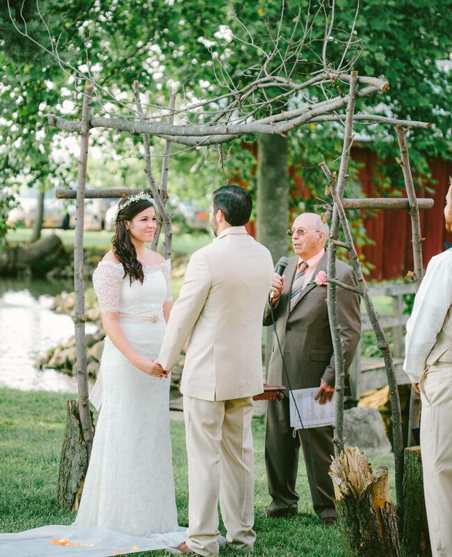 Woodland wedding ceremony backdrop: Jenny Haas Photography / TheKnot.com
