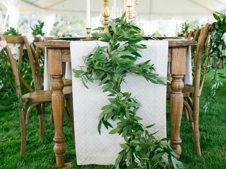 Green garland table runner