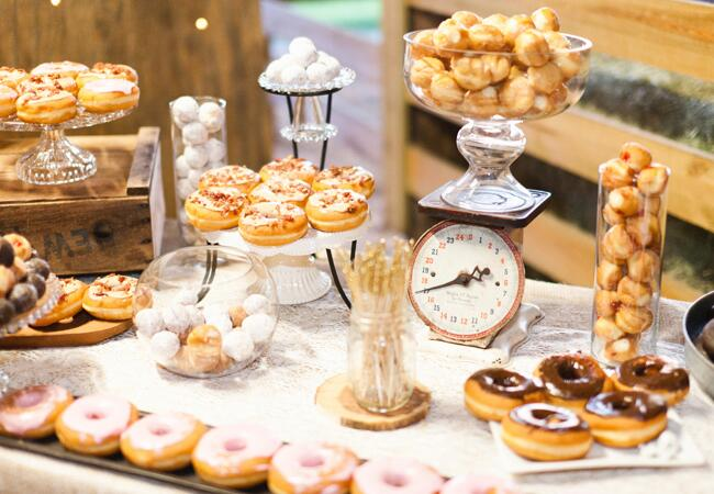 Fat Tuesday-inspired catering ideas for your wedding: Ben Sasso / TheKnot.com
