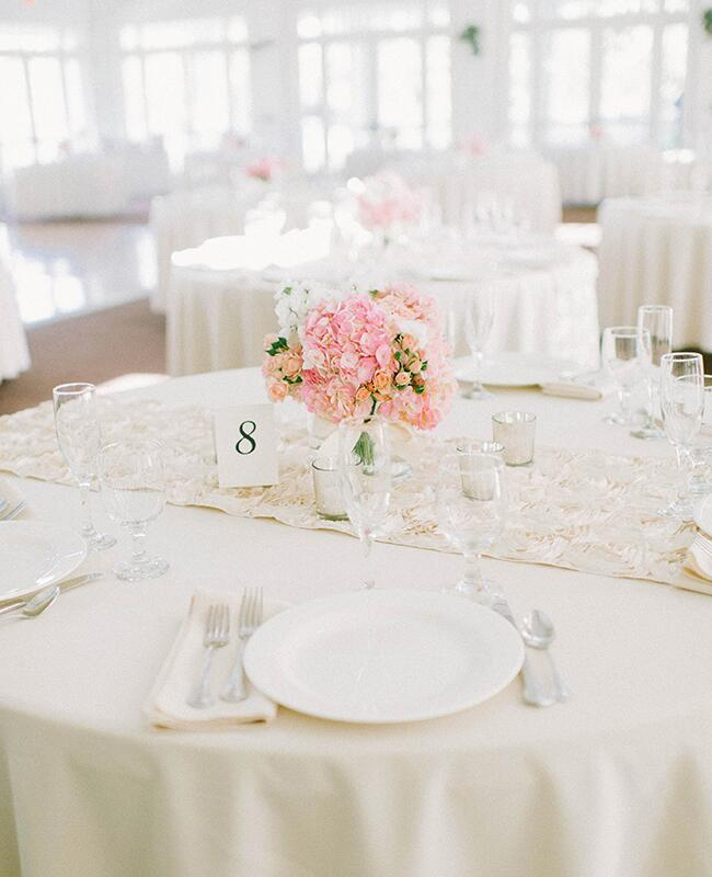 Photo: Mariel Hannah Photography // Featured: The Knot Blog