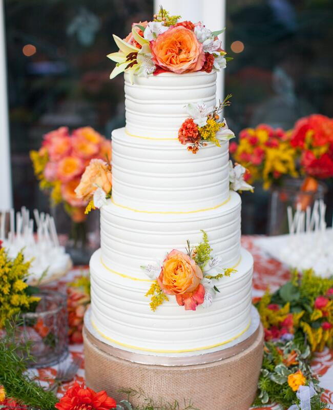 Cake Decoration Fresh Flowers : Feast Your Eyes on These 15 Fresh Flower Wedding Cakes