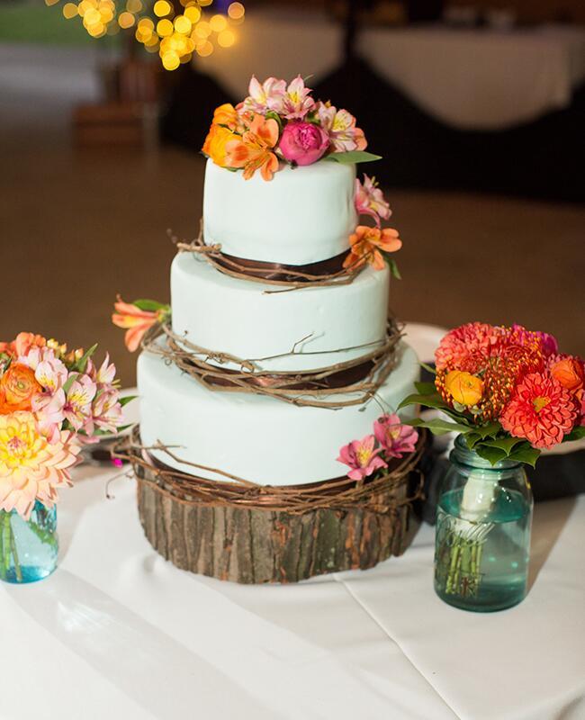 Wedding Cake: Julina Marie Photography / TheKnot.com
