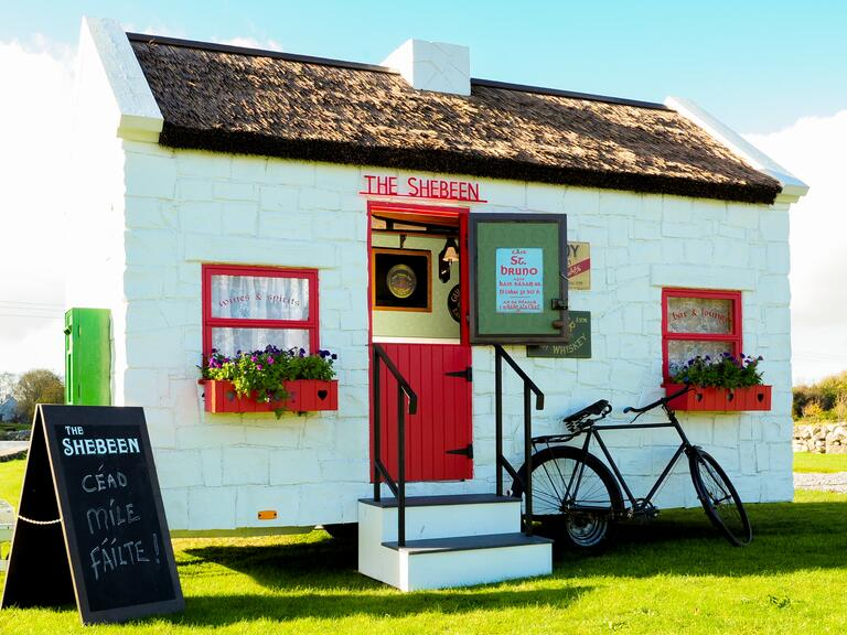 The Shebeen Mobile Irish Pub For Your Wedding Reception