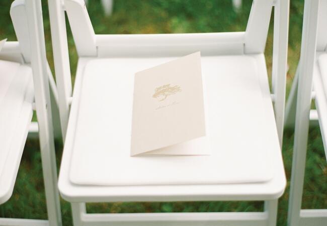 Ways to honor deceased loved ones at your wedding: Laura Ivanova Photography / TheKnot.com