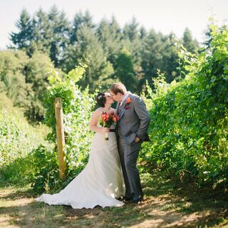 A Rustic Vineyard Wedding in Beaverton