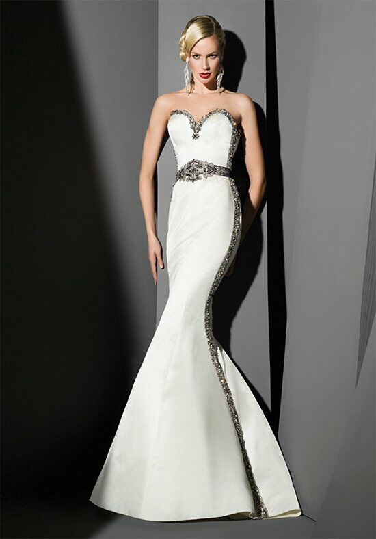 Victor Harper Couture VHC271 Wedding Dress photo