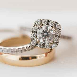 Engagement ring carat size