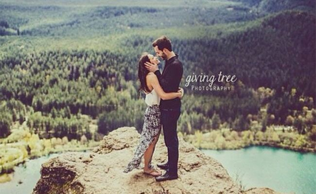 Have You Seen Desiree Hartsock's Rustic Engagement Pic Yet?