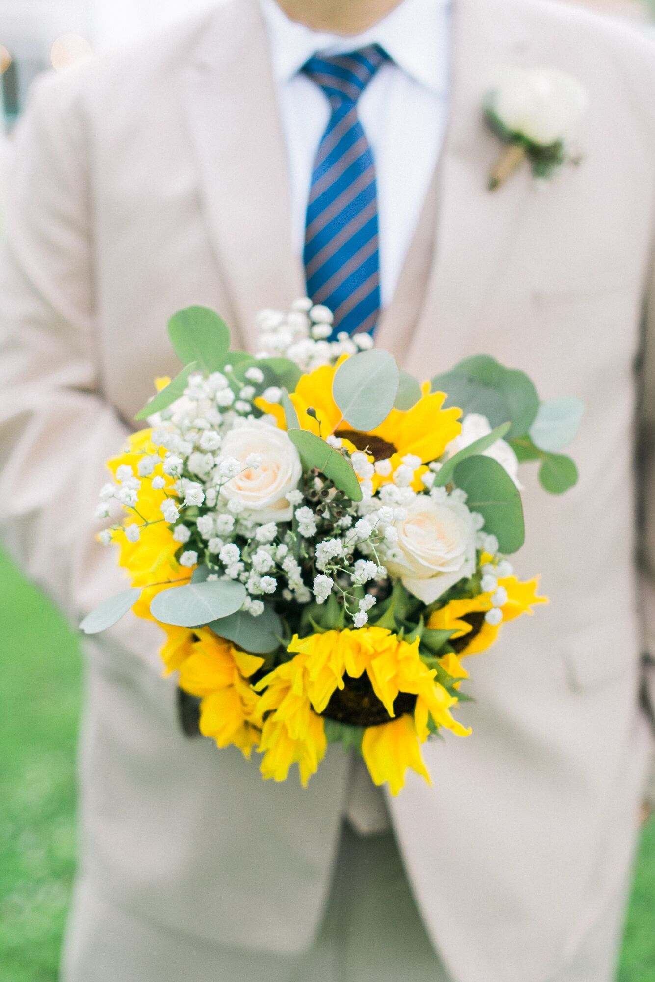 Natural White Rose And Sunflower Bouquet