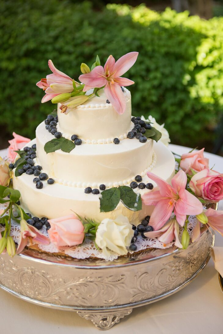 wedding cake bakers michigan an outdoor garden wedding at the perry hotel in petoskey 21911
